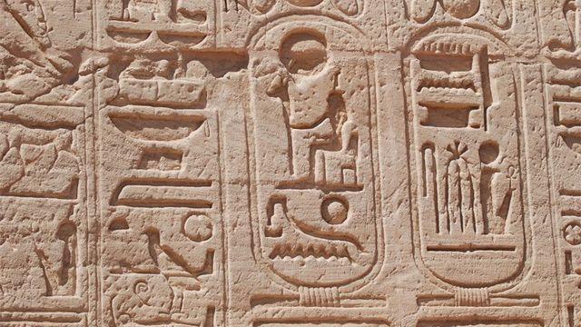Des hiéroglyphes d'Abous Simbel. [rsr]