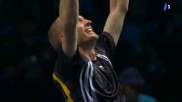 Tennis: Nikolaï Davydenko s'impose en deux sets en finale du masters de Londres face à Juan-Martin Del Potro (6-3 6-4)