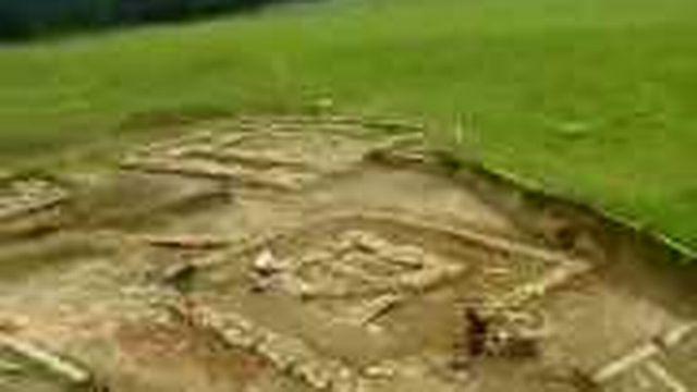 FR: les fouilles à Estavayer-le-Gibloux révèlent des trésors gallo-romains