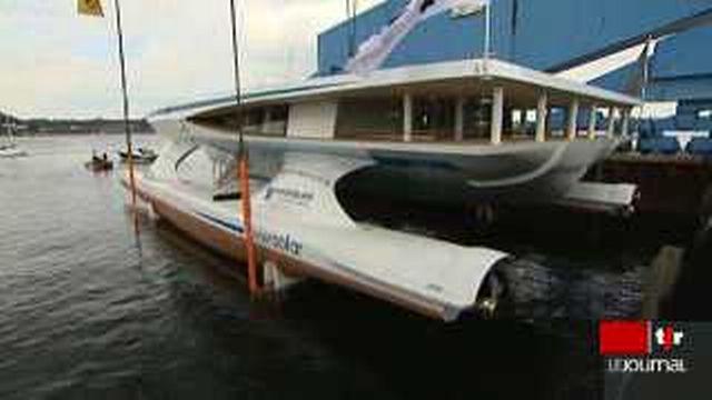 Découvertes du catamaran PlanetSolar, mis à l'eau à Kiel dans la Mer Baltique