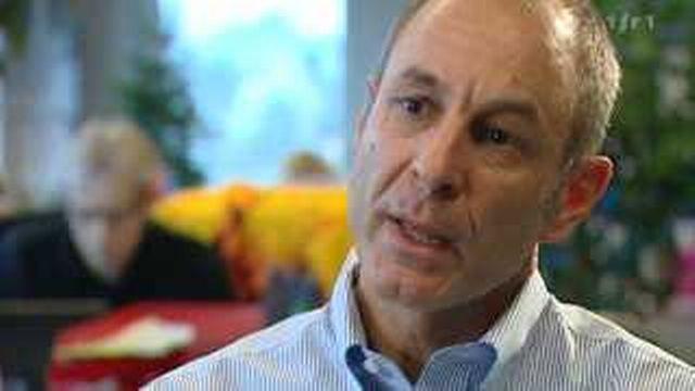 Hockey: portrait de Werner Augsburger, directeur de la Ligue nationale de hockey sur glace