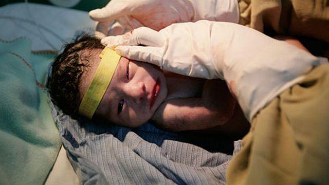 Les prématurés pèsent à leur naissance près de 1 kilo de moins que les bébés normaux. [Reuters]