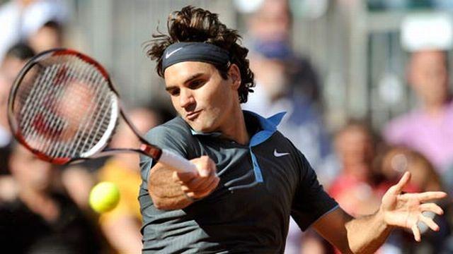 Federer a parfaitement su lire le service canon de Karlovic. [Reuters]
