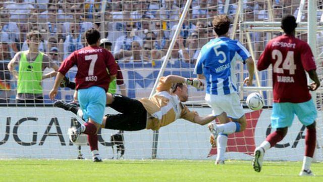 Bucchi est battu par le tir d'Alphonse: c'est 1-0 et le titre pour Zurich! [Keystone]