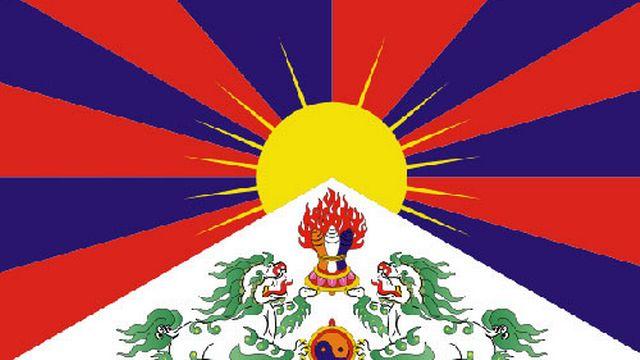 Partie du drapeau tibétain, créé en 1912 par le 13ème Dalaï-Lama , proscrit en 1959. Il est aujourd'hui l'emblème du gouvernement tibétain en exil. [wikipedia]