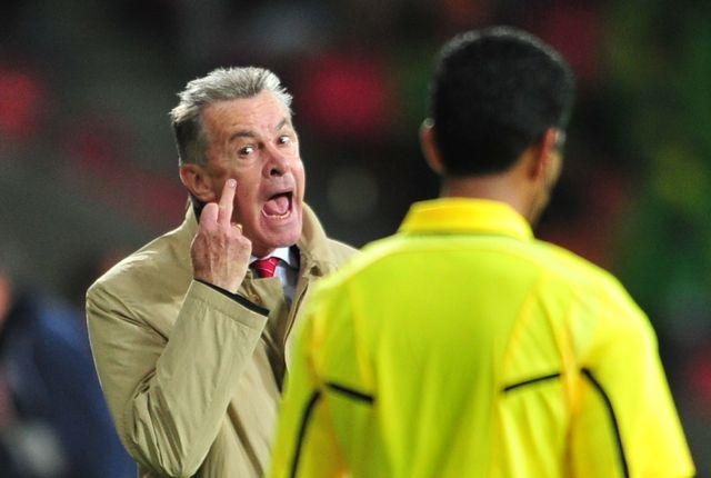 Ottmar Hitzfeld n'a pas caché son courroux à l'arbitre [AFP]