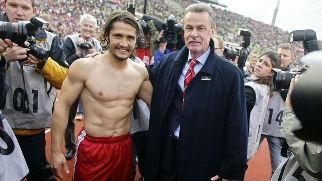 Lizarazu et Hitzfeld en 2004 lors de la dernière saison du technicien au Bayern. [AFP]