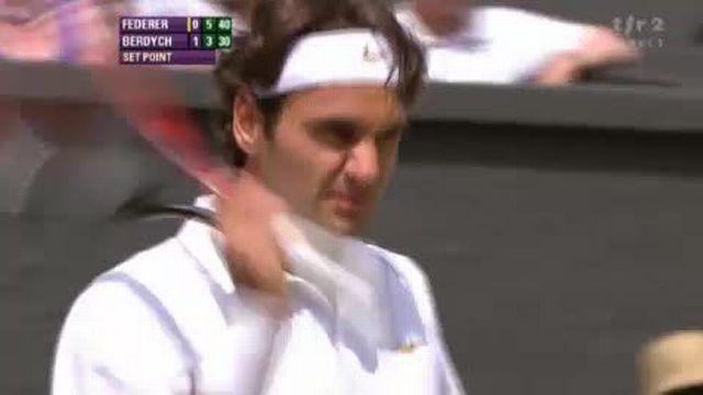 Tennis / Wimbledon: FED - BER, Federer revient bien dans le match et égalise à une manche partout 4-6 6-3