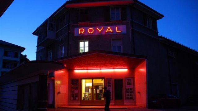 Le Cinéma Royal de Sainte-Croix a été sauvé par la population.  [Sarah Baehler - RTS]