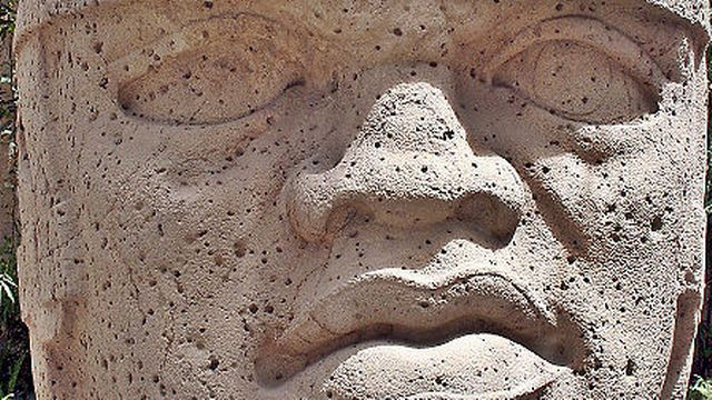Tête colossale no 1 du musée de Xalapa de San Lorenzo (Mexique). [wikipedia]