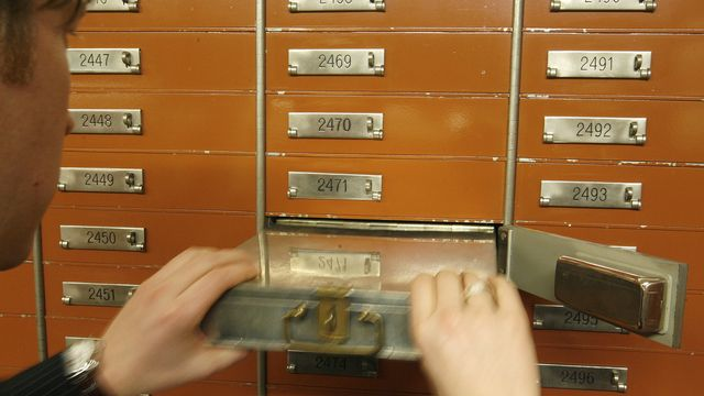 2010. Temps present. Secret bancaire, la mise a mort 7436