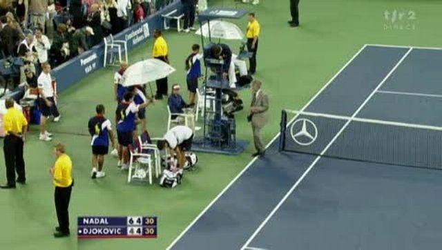 Tennis / US Open (Finale): Rafael Nadal (ESP) - Novak Djokovic (SRB). Suspension du jeu (pluie) à 4-4 dans le deuxième set.