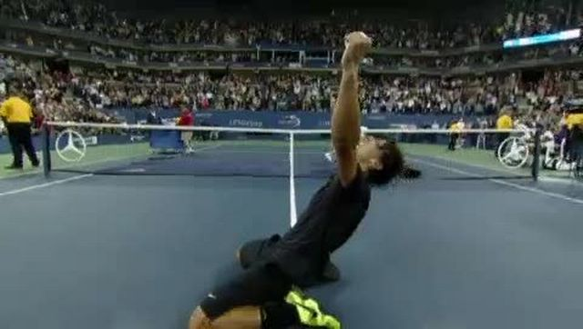Tennis / US Open (Finale): Rafael Nadal (ESP) - Novak Djokovic (SRB). L'Espagnol a fait parler sa puissance dans ce match, il s'impose 6-4, 5-7, 6-4, 6-2 et devient le quatrième joueur de l'ère Open à gagner les quatre tournois du Grand Chelem, après Laver, Agassi et Federer.