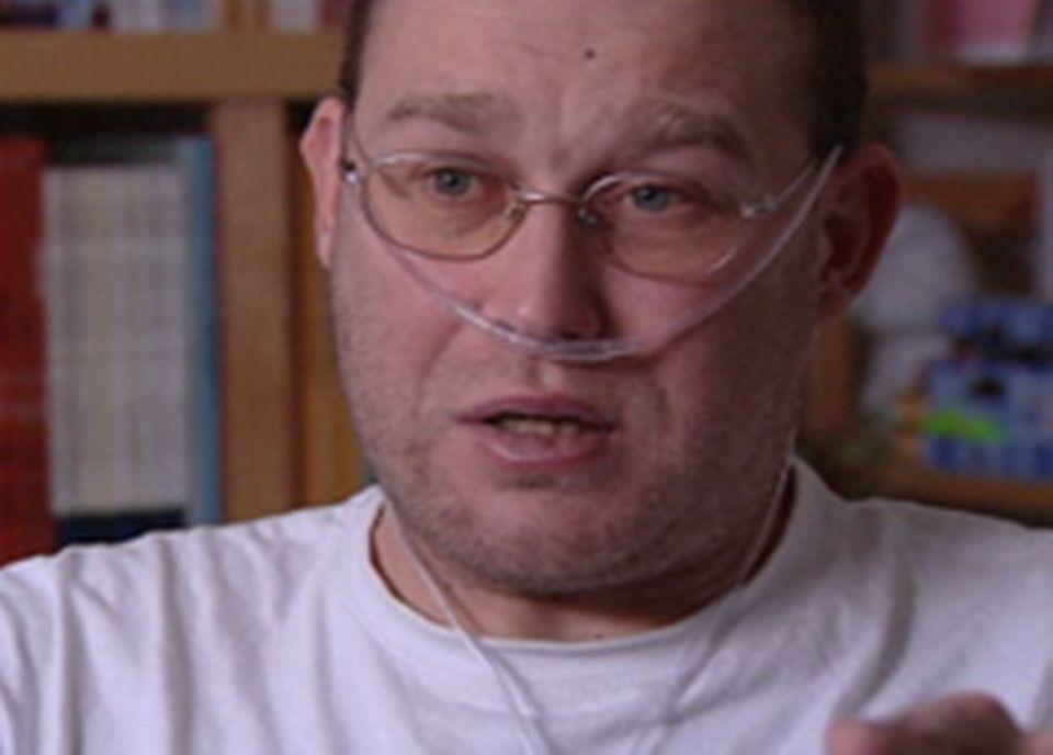 Nicolas a pu mener une activité professionnelle normale jusqu'à ce son état se dégrade en 2006.