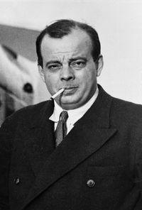 Antoine de Saint-Exup�ry (1900-1944), aviateur et �crivain fran�ais, en mai 1939. [roger viollet/afp]