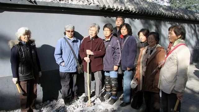 A Pékin, un groupe de propriétaires spoliés a mené une action coup de poing pour tenter de récupérer ses biens. [Alain Arnaud - RTS]