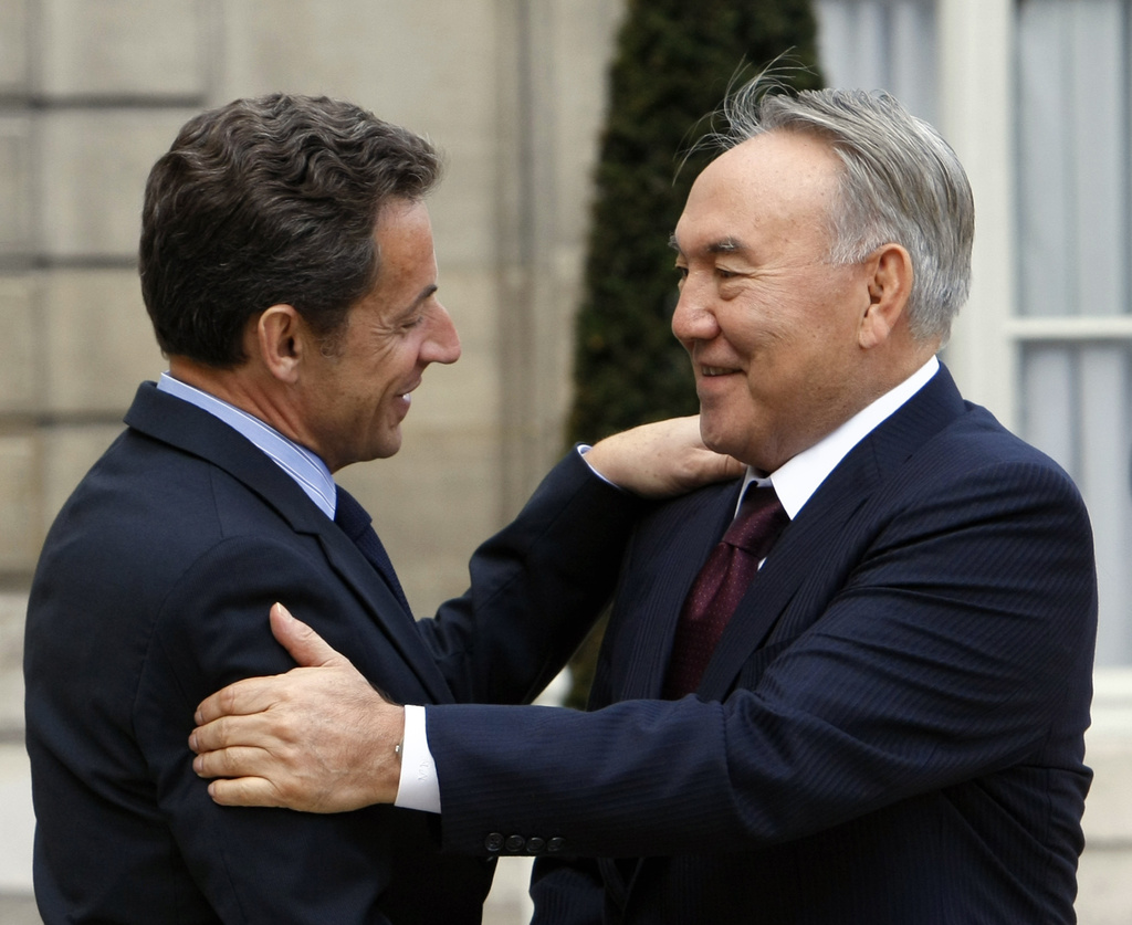 French President Nicolas Sarkozy, left, greets Kazakhstan President Nursultan Nazarbaïev at his arrival for a meeting at the Elysee Palace in Paris, Wednesday Oct. 27, 2010.(AP Photo/Remy de la Mauviniere)