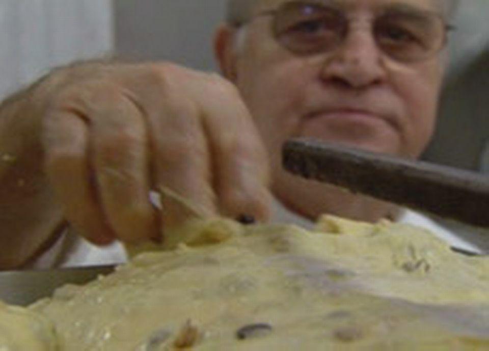 Achille Zoia surveille sa pâte