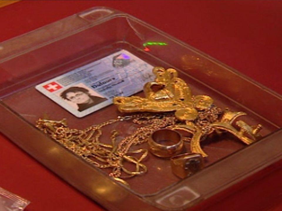 Les bijoux sont photographiés avant d'être fondus