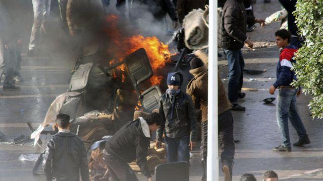 En Tunise, la révolte de jeunes dépourvus de perspectives d'avenir. [Stringer  - Reuters]