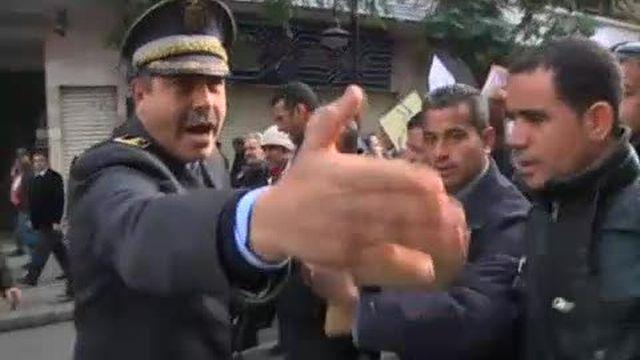 Tunisie: nouvelles manifestations et détenus libérés