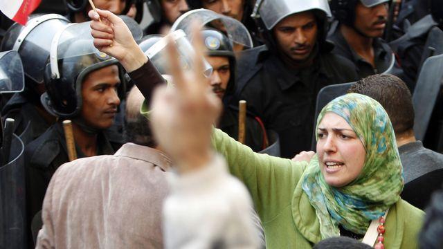 La censure n'empêche pas les manifestants de communiquer et de se réunir. [Asmaa Waguih - Reuters]