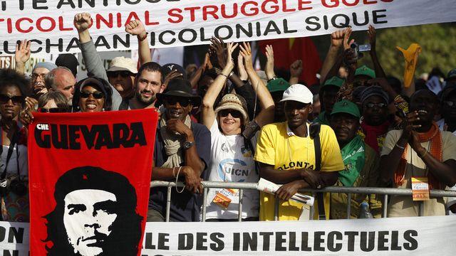 """Les altermondialistes ont critiqué à Dakar le """"néocolonialisme"""" en Afrique.  [Rebecca Blackwell - Keystone]"""
