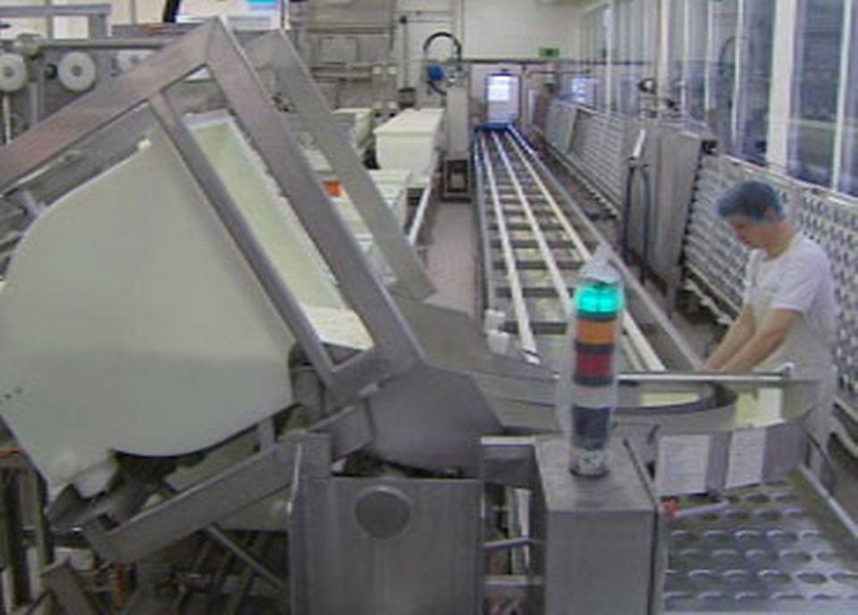 La fabrication industrielle du fromage rend l'utilisation de lait cru difficile.