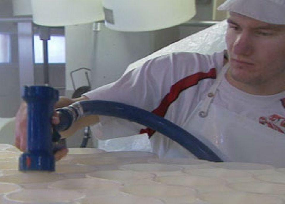 Le nettoyage des installations occupe près de 50% du temps des fromagers.
