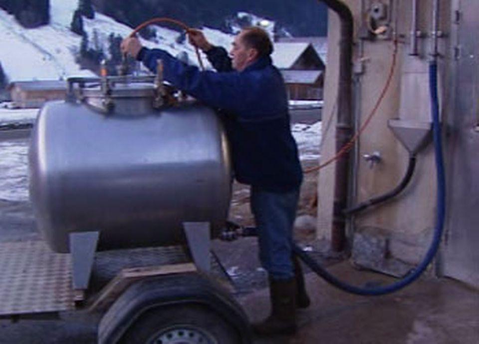 Les producteurs de lait livrent la fromagerie de Rougemont tous les matins à 7h.
