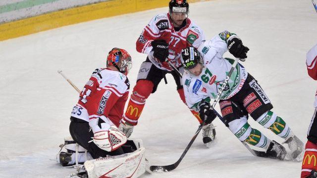 David Maurer et Olten ont donné bien du fil à retordre au Lausanne HC de Gianluca Mona et Alain Reist. [Dominic Favre - Keystone]