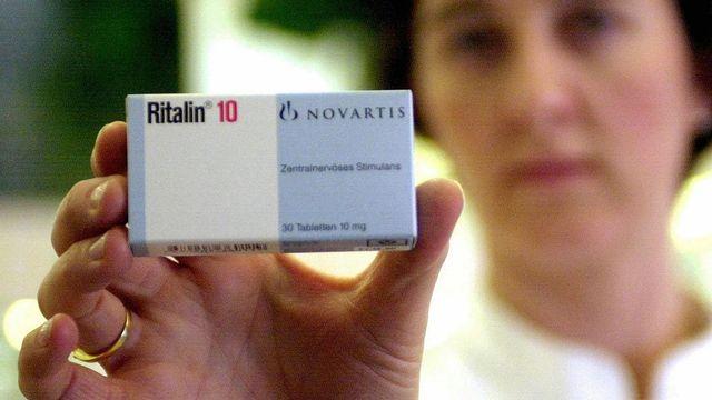 Selon des enquêtes, les fêtards et les étudiants consomment de plus en plus de psychostimulants comme la Ritaline.  [Steffen Schmidt - Keystone]