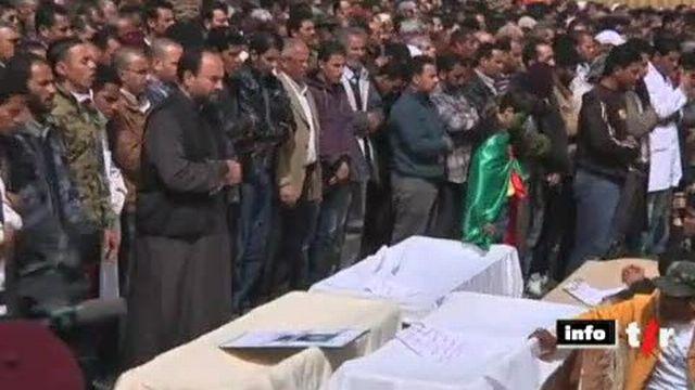 Libye: les insurgés rendent hommage aux victimes de la répression à Benghazi