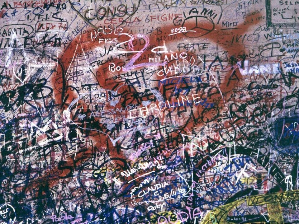 Graffitis. Maison de Juliette. Vérone (Italie).  [Marie Mathelin / Roger-Viollet  - AFP]