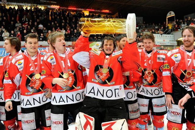 Viège enlève son 2e titre de Champion de LNB. Et maintenant vers la promotion en LNA? [/Jean-Christophe Bott - Keystone]