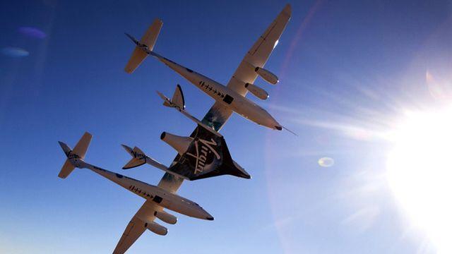"""Dernier développement de la conquête spatiale, le tourisme de l'espace semble promis à un bel avenir. Réservés pour l'instant à une clientèle fortunée - 20 millions de dollars pour rejoindre la station ISS à bord du vaisseau spatial Soyouz - ces voyages pourraient se démocratiser. De nouvelles compagnies pourraient effectivement lancer des vols """"charter"""". Virgin Galactic, par exemple, du milliardaire anglais Richard Branson planifie d'envoyer en orbite 500 passagers par an, pour des vols de 3 à 4 minutes. Malgré un coût encore élevé (200'000 USD pour les premiers vols, 30'000 USD pour les suivants), elle a déjà enregistré plusieurs centaines de réservations.  [Keystone]"""