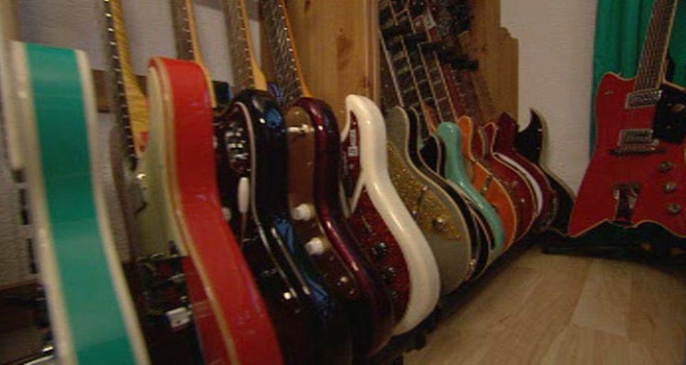 Les guitares sa passion