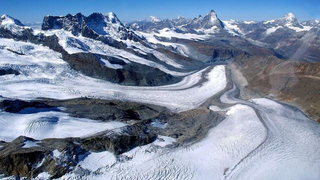 La fonte des glaciers suisses (ici celui du Gorner) s'accélère.  [Olivier Maire - Keystone]