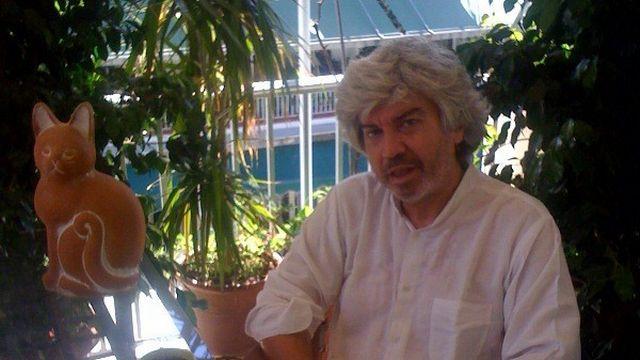 Takis Theodoropoulos chez lui, à Athènes. [Anik Schuin]