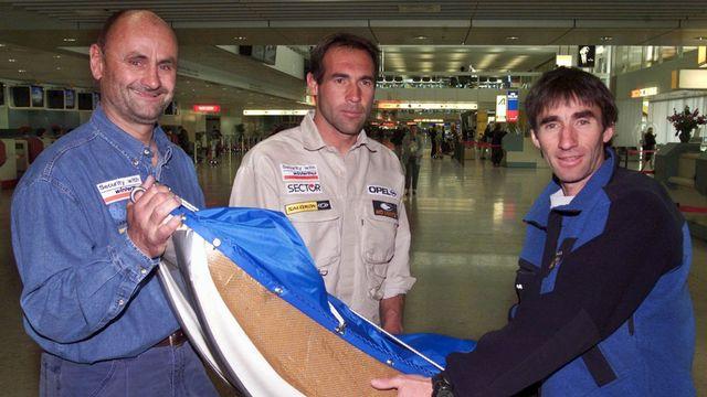 Erhard Loretan (à droite), en compagnie de Jean Troillet (à gauche) et Mike Horn (archives 2001). [Laurent Gillieron - Keystone]