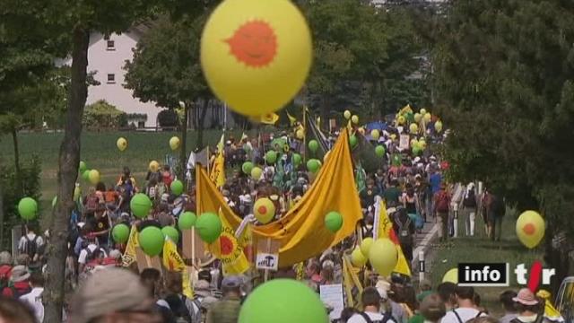 La mobilisation pacifique de Beznau (AG) contre le nucléaire a réuni Alémaniques, Romands et même certains voisins européens