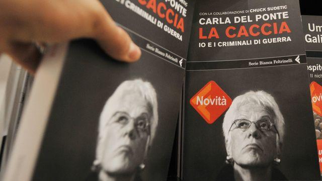 """Carla del Ponte a écrit un livre sur sa """"chasse"""" des criminels de guerre. [Guido Montani - Keystone]"""
