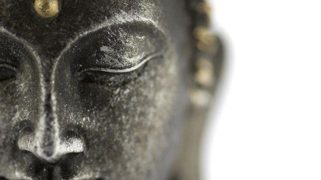 La réincarnation fait partie des croyances dans le bouddhisme.  [beboy - Fotolia]