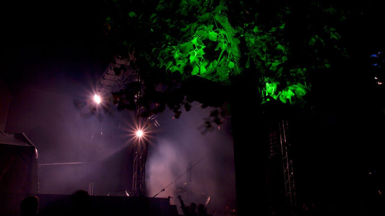 Balade nocturne au Festival de la Cité. Lausanne, du 28 juin au 3 juillet 2011. [Catherine Rüttimann - RTS]