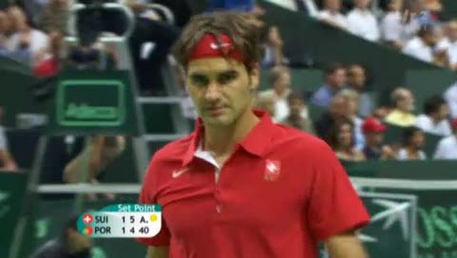 Tennis / Coupe Davis (Suisse-Portugal): encore une manche ardue pour Roger Federer, qui, néanmoins, prend la tête 2 manches à 1 (5-7 6-1 6-4)
