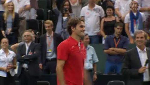 Tennis / Coupe Davis (Suisse-Portugal): après 2h27' une balle de match pour Roger Federer face au tenace Rui Machado (5-7 6-1 6-4 6-2). La Suisse mène 2-0 après la 1re journée