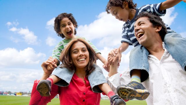 La famille, c'est des grands moments de bonheur... parfois! [Andres Rodriguez - Fotolia]