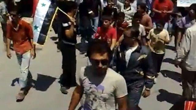 Capture d'écran d'une manifestation à Ma'arrat al-Numan, en Syrie, le 7 août 2011. [Keystone]