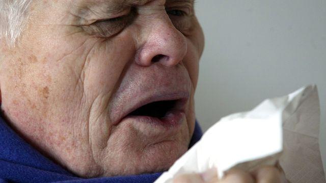 Un vaccin universel contre la grippe serait notamment une aubaine pour les personnes âgées. [Roberto Pfeil - Keystone]