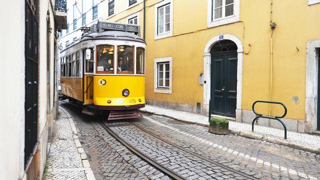 Lisbonne, tram, centre historique. [Antoine Lorgnier - AFP]